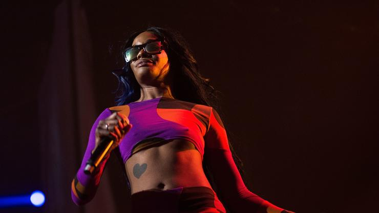 Azealia Banks Says She Was Racially Profiled And Assaulted By Flight Attendant